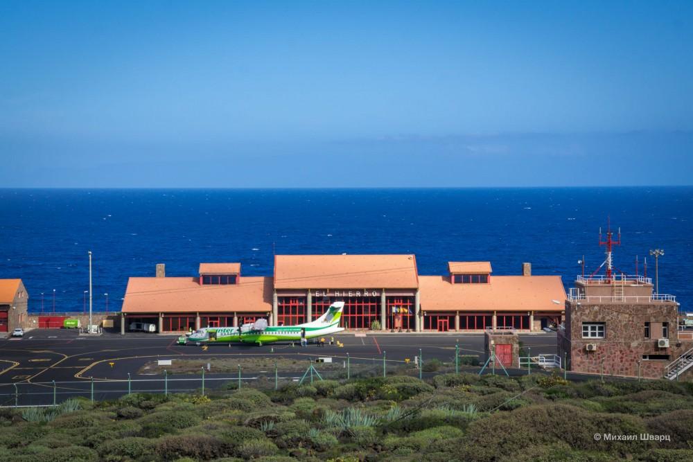 Милый аэропорт в Эль Иерро