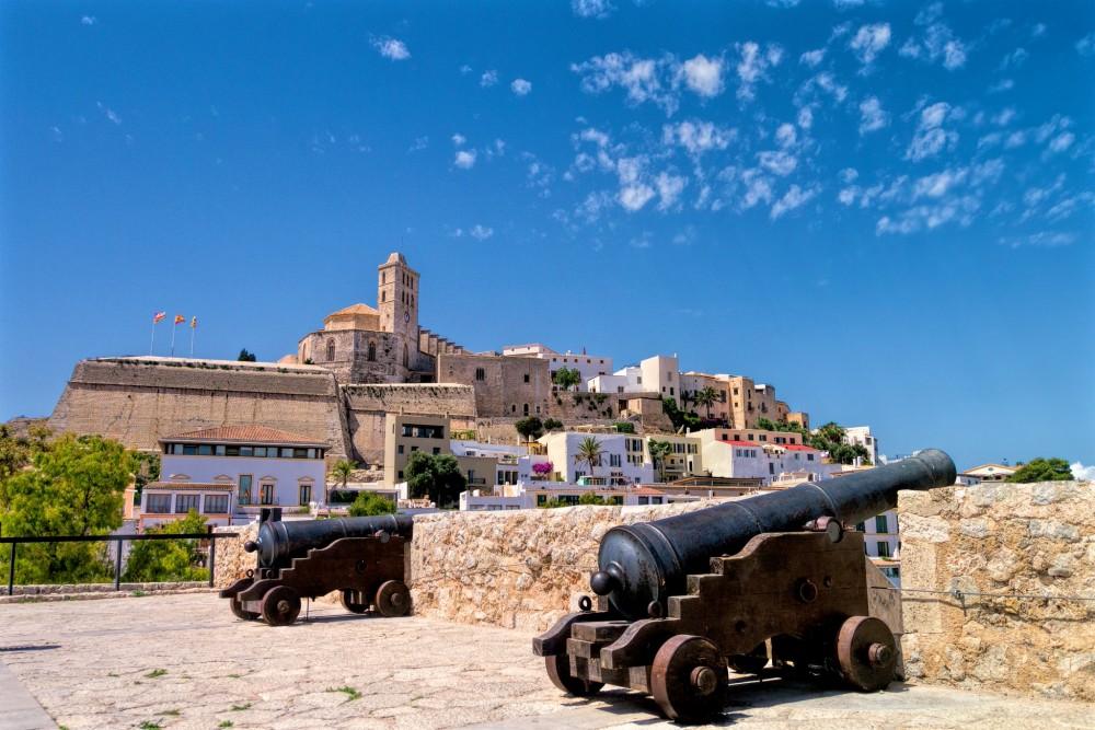 Старый город D'Alt Vila (фото: Amren)