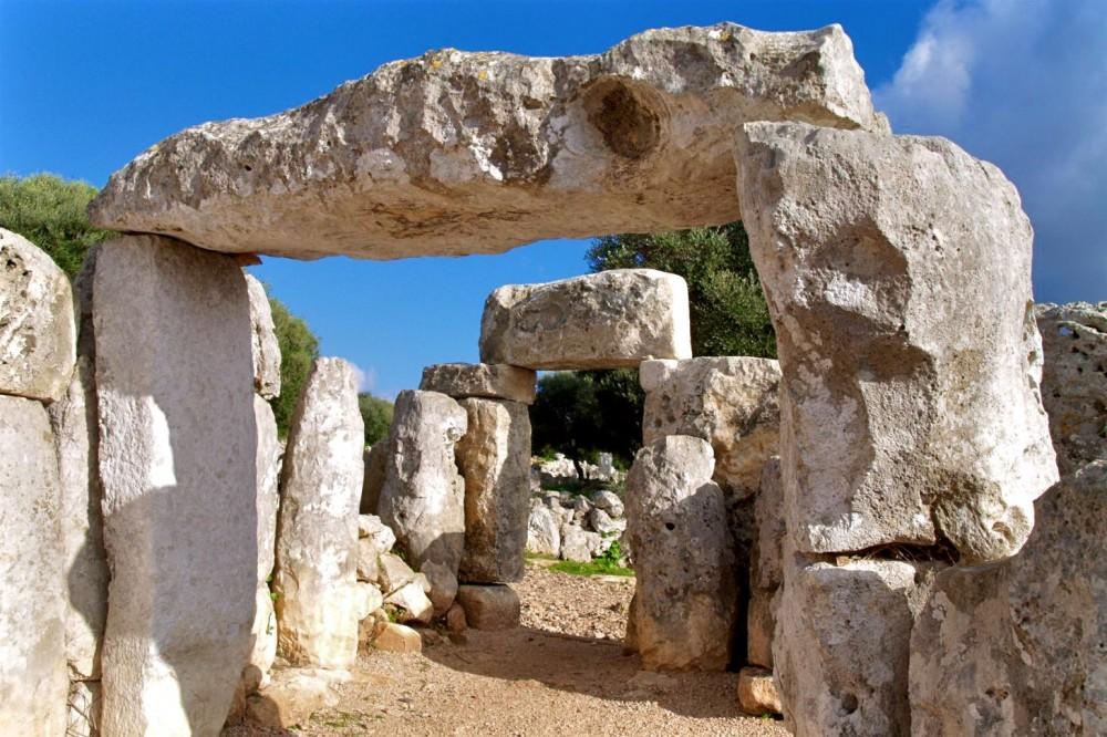 Древнее поселение Торре ден Гаумус (фото: Angel Armendariz)