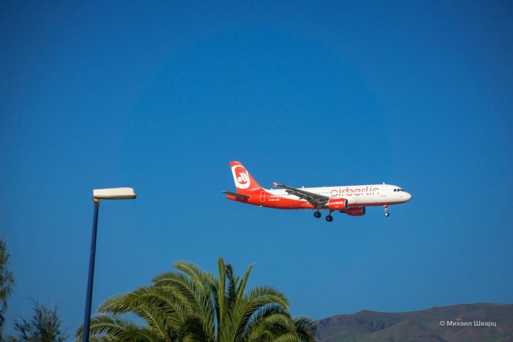 Разглядываю самолеты из окна