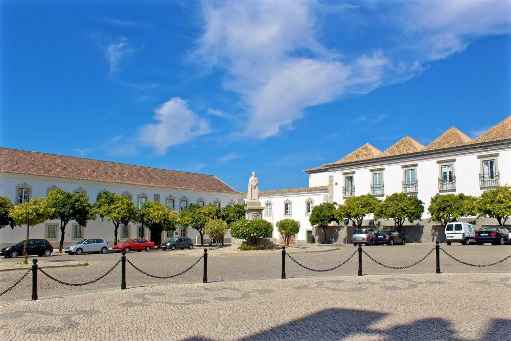 Епископский дворец и  семинария (фото: roger's regor's)