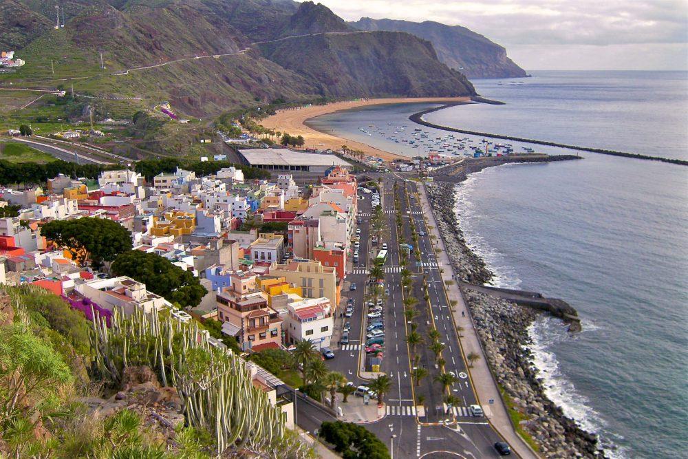 Набережная и пляж (фото: Beneharo Hdez.)