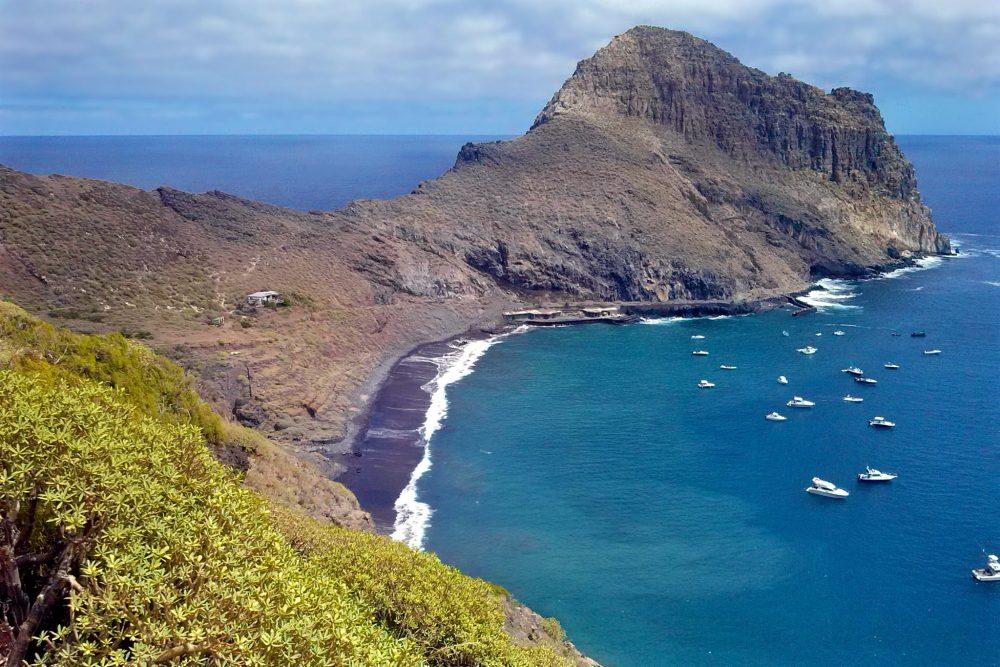 Гора Року де Антекера  и небольшой причал (фото: Rayco)