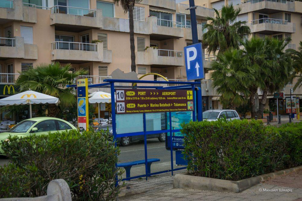 Автобусная остановка в порту Ибицы