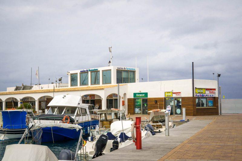 Офис Europcar в порту Форментеры