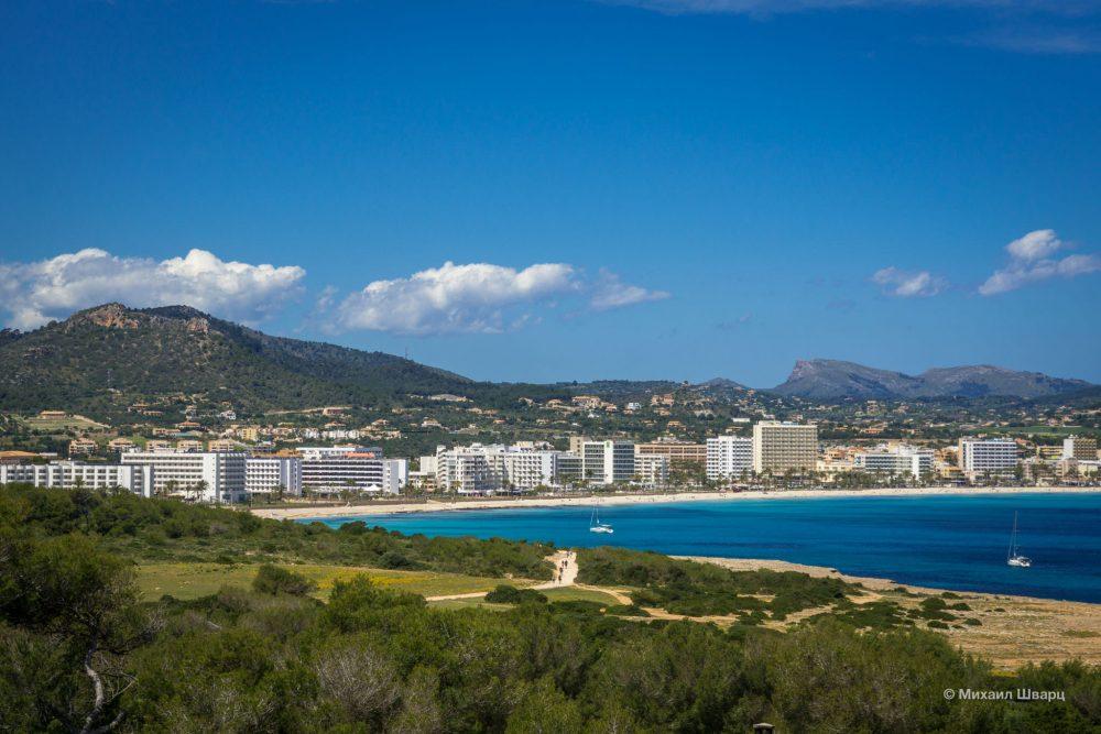 Вид с башни на пляж Cala Millor