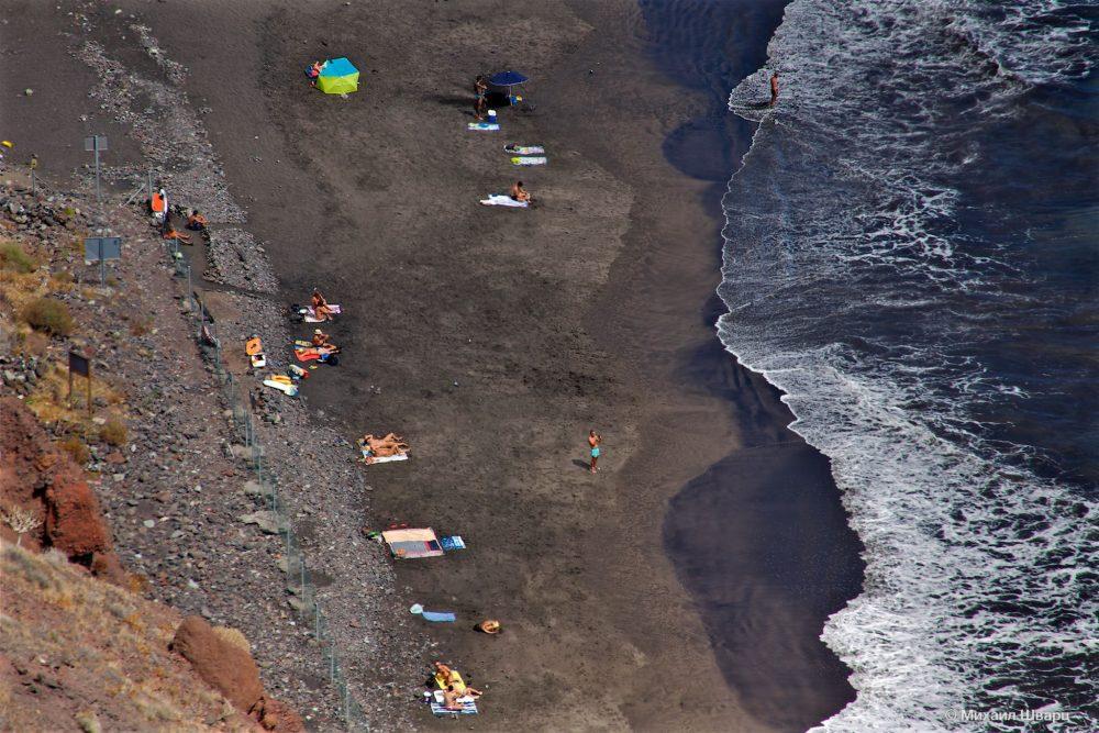Отдыхающие на пляже Лас Гавиотас