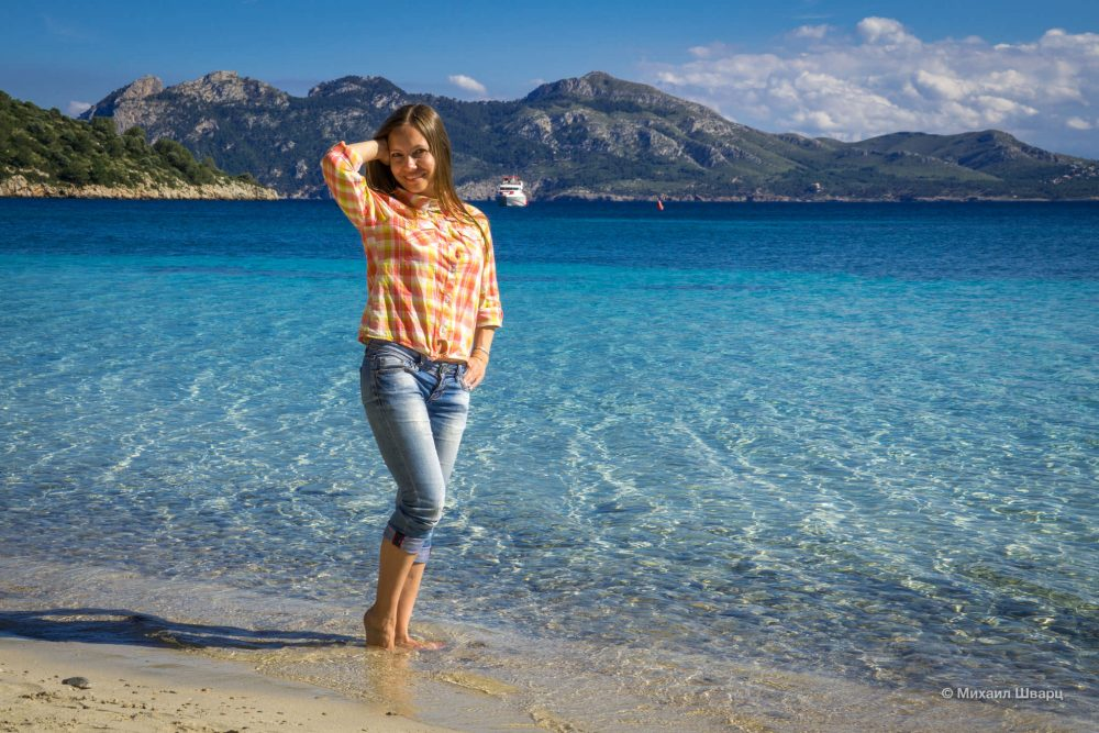 Лена на пляже Форментор