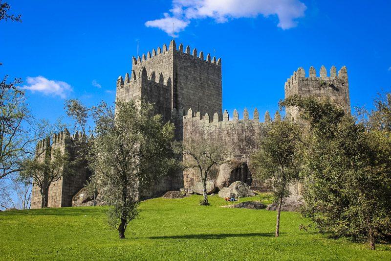 Замок Гимарайнш – место рождения первого короля Португалии