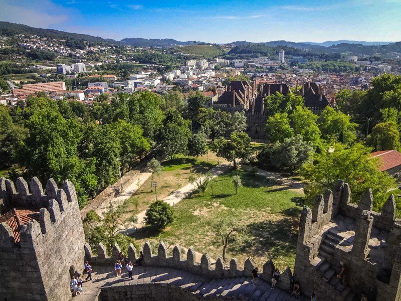 Вид на город с крепостных стен