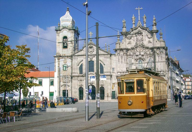 Старинный трамвай в Порту