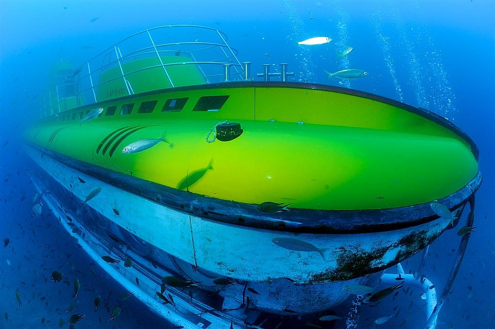 Подводная лодка (фото: Tony Gilbert)