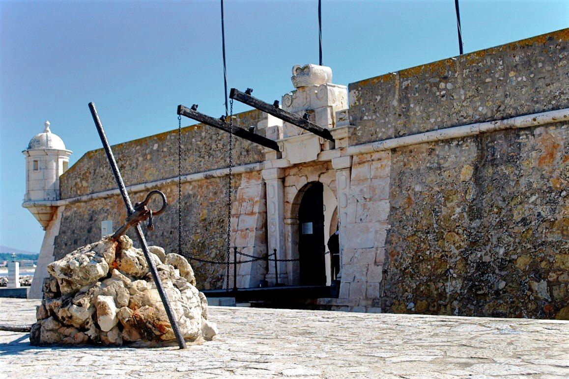 Форт Понта-Бандейра (фото: Donald Gorham)