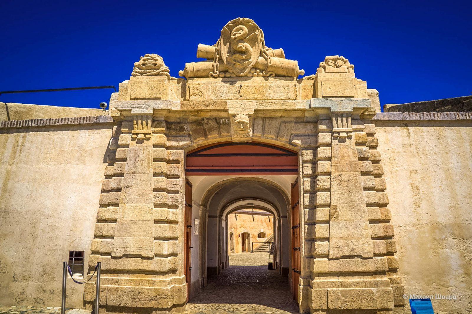 Ворота, ведущие в крепость