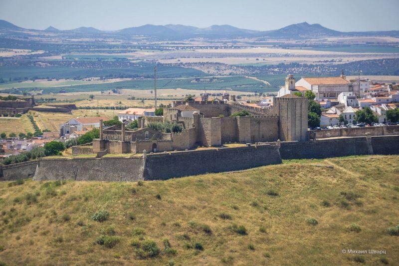 Старейшие стены города – Замок Элваш