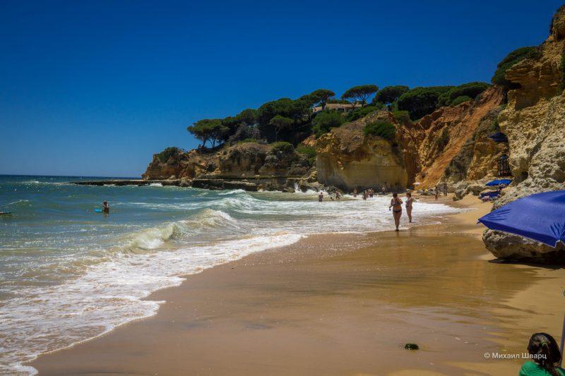 Рядом с Praia da Falésia