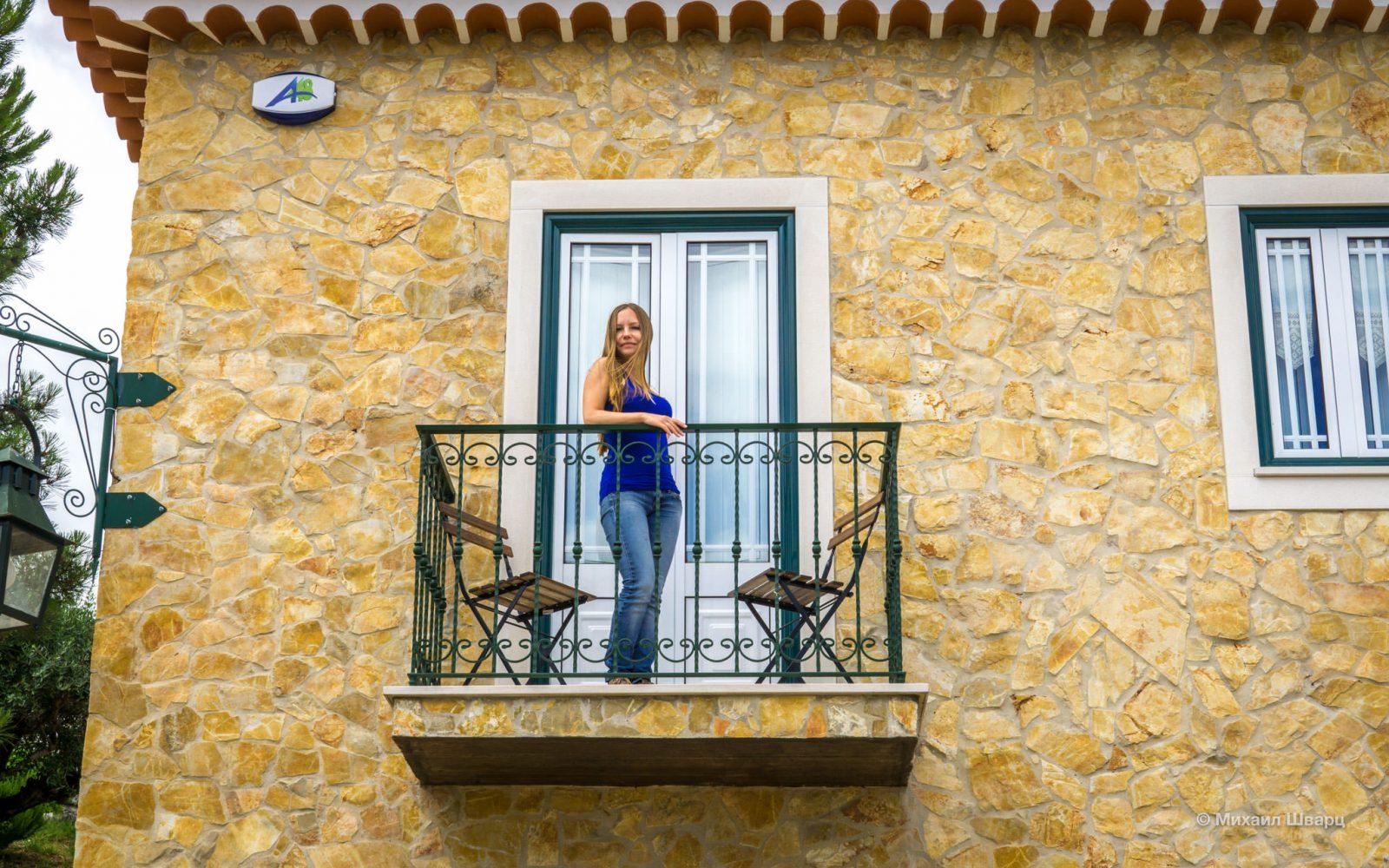 Лена на балконе