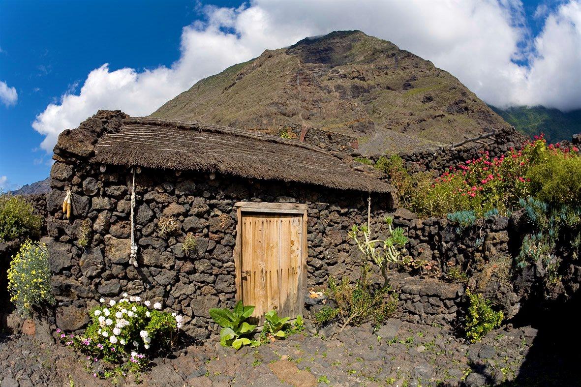 Соломенная крыша (фото: ElHierroTurismo)