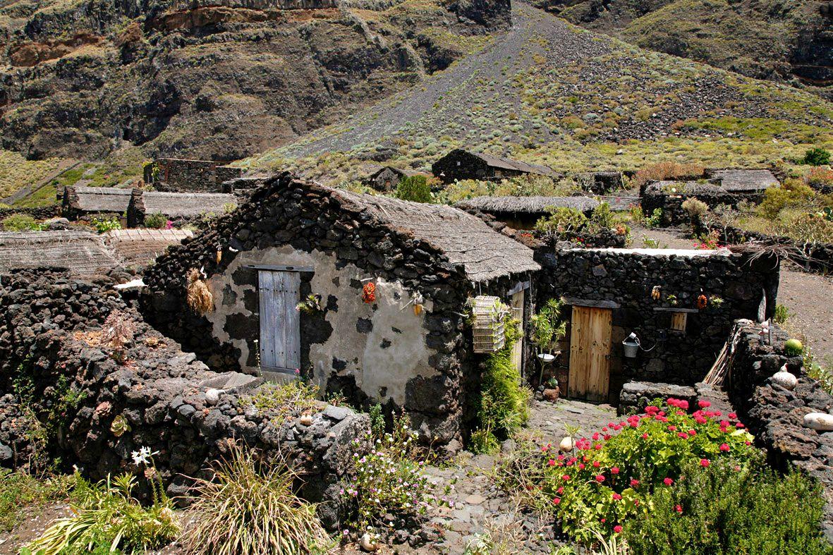 Небольшой дворик (фото: ElHierroTurismo)
