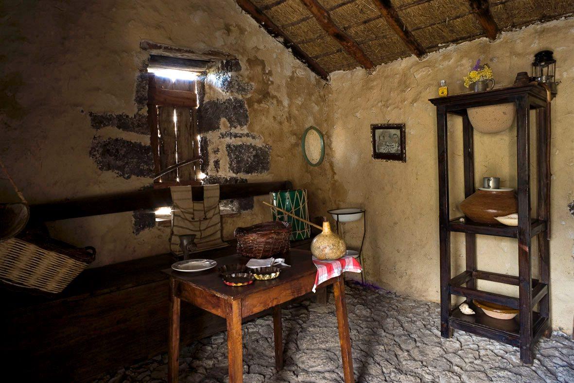 Интерьер домика, Побладо де Гвинеи (фото: ElHierroTurismo)