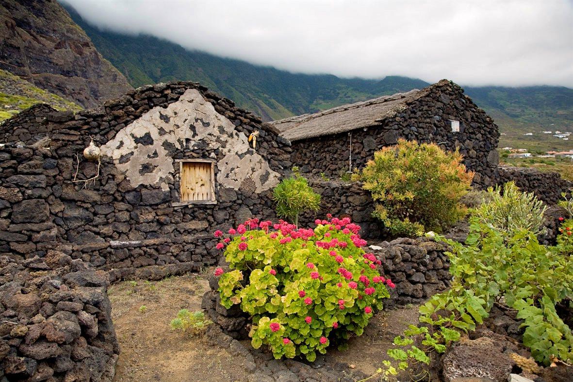 Каменные домики (фото: ElHierroTurismo)