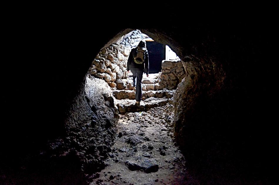 Вулканический труба – дом для племени Bimbache (фото:  Jack Montgomery)