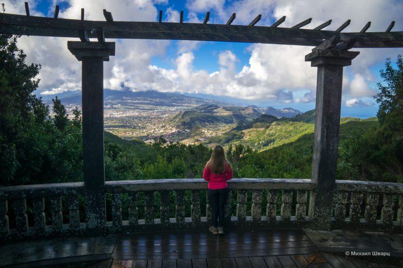 Вид на город Ла-Лагуна и вулкан Тейде