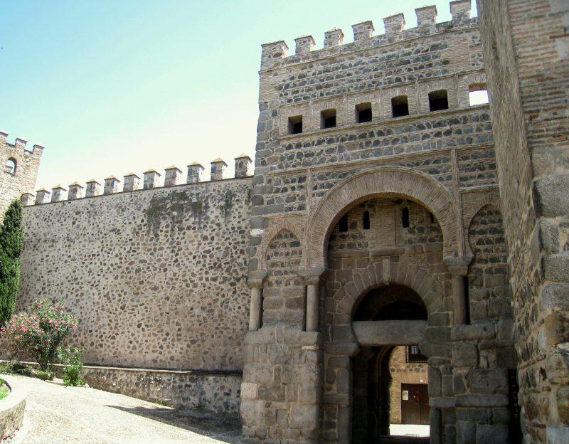 Старые ворота Бисагра