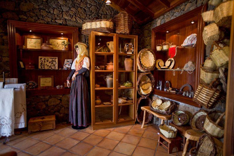 Магазин с изделиями местных мастеров