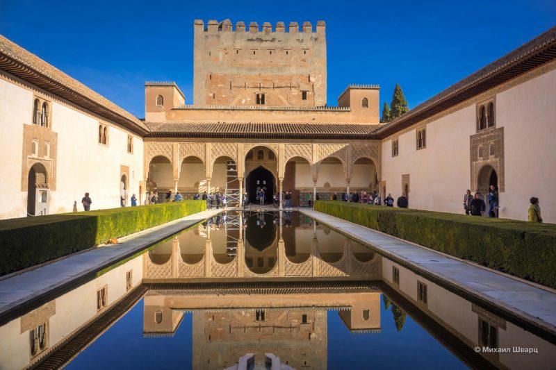 Миртовый двор и дворец-башня Комарес
