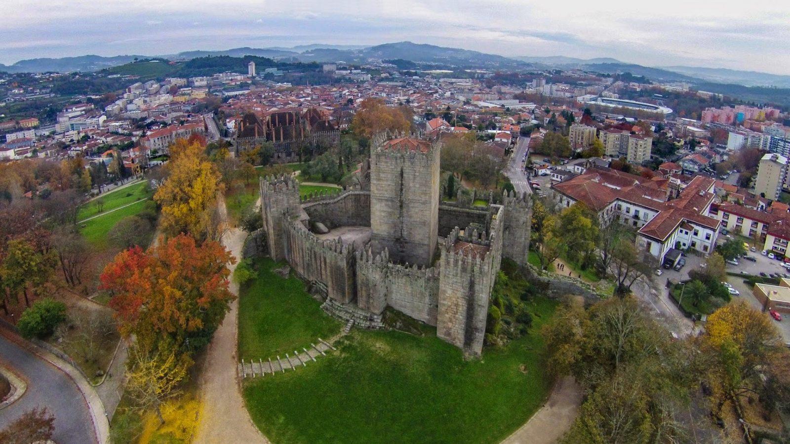 Замок Гимарайнш (Castelo de Guimarães)