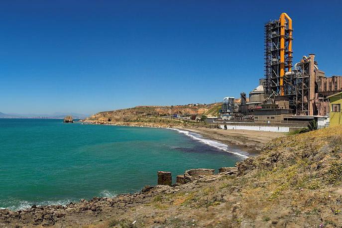 Пляж около цементного завода (фото: Miguel A. Godoy)