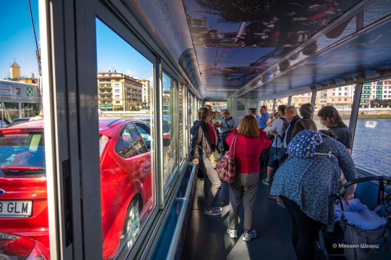 Гондола с пассажирами и машинами