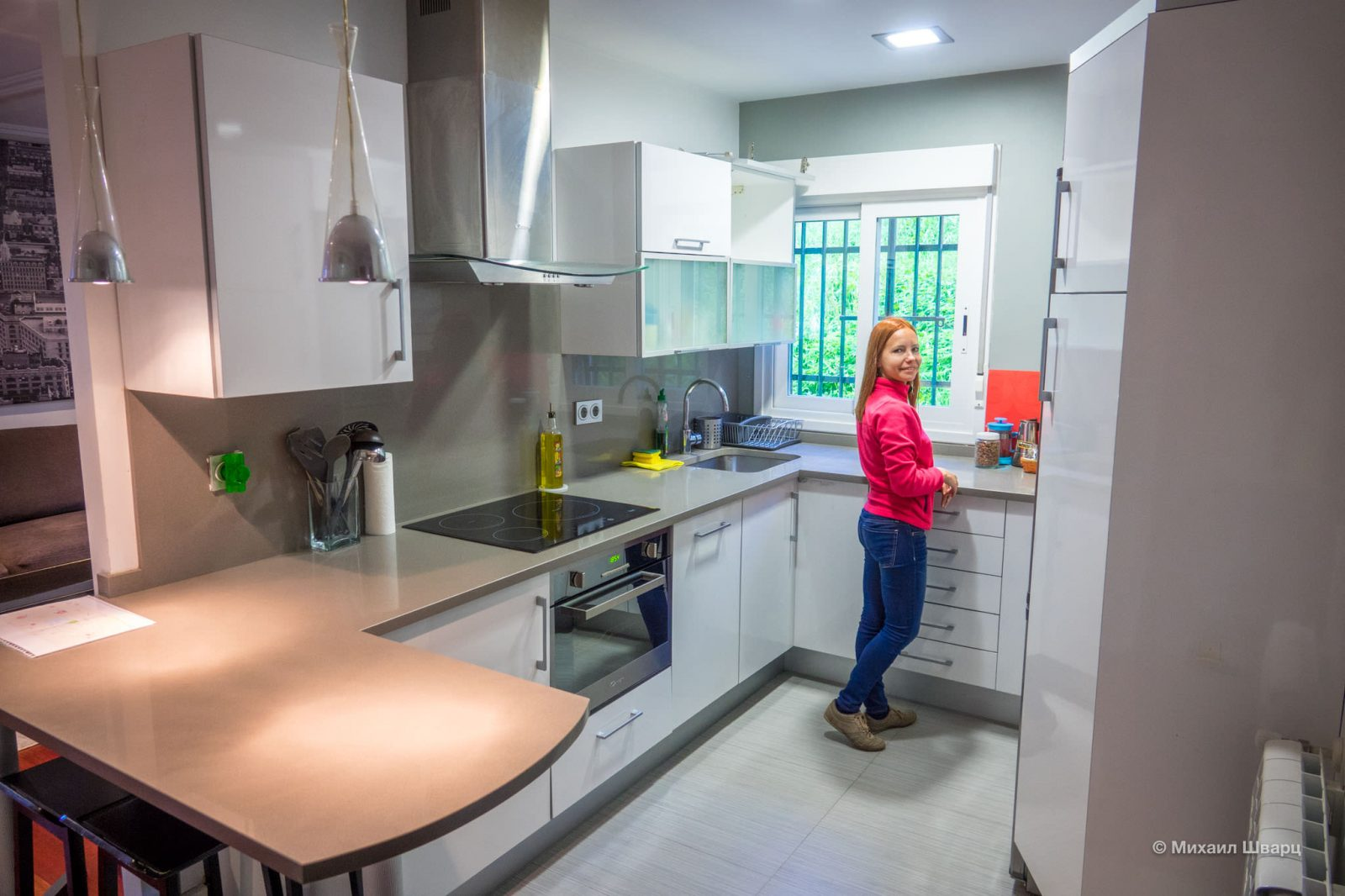 Лена на кухне