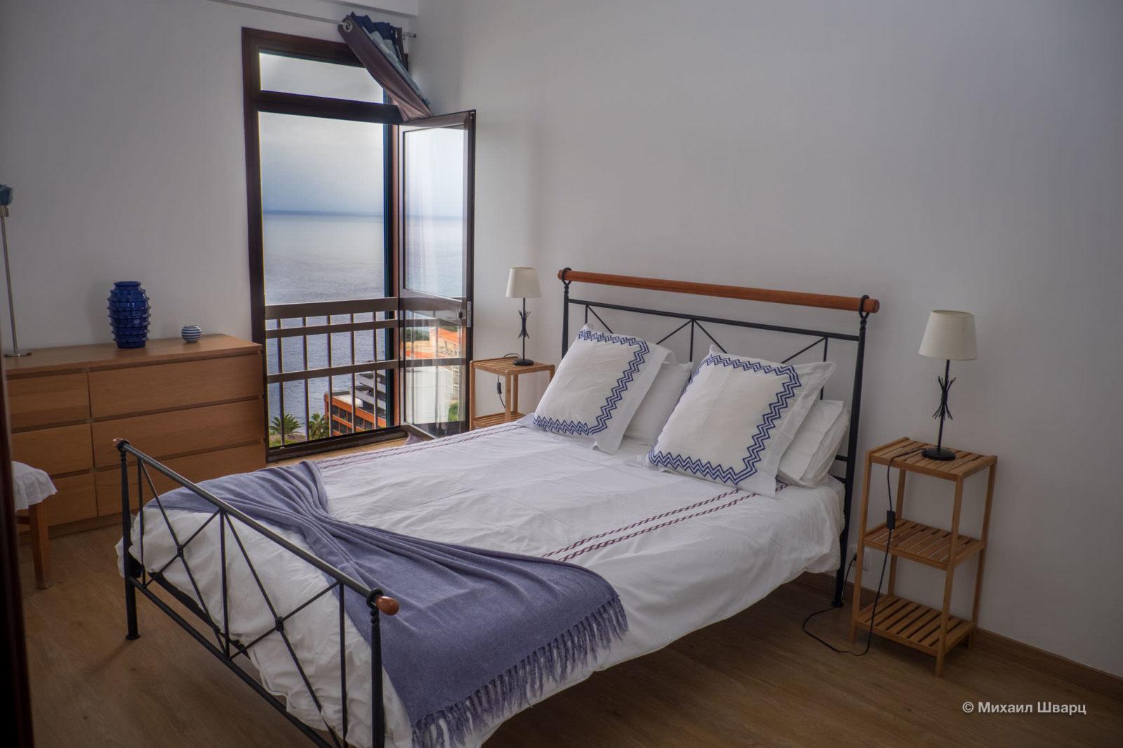 Спальня с видом