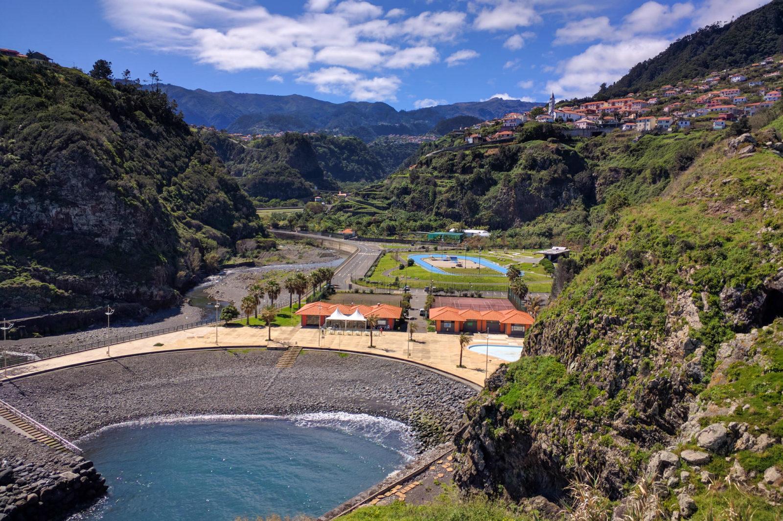 Пляж в устье реки Рибейра-до-Фаял (фото: Carlos Faria)