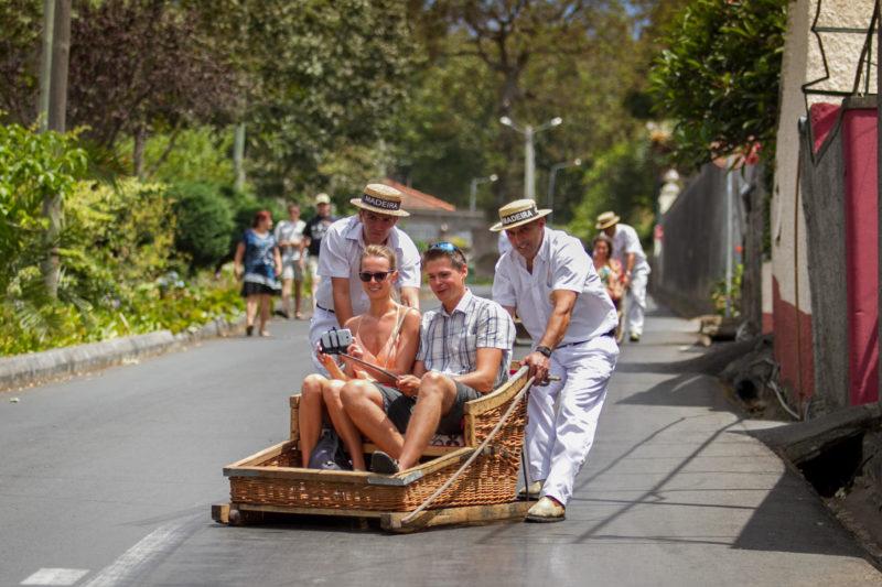 Традиционный вид транспорта в городе Фуншал