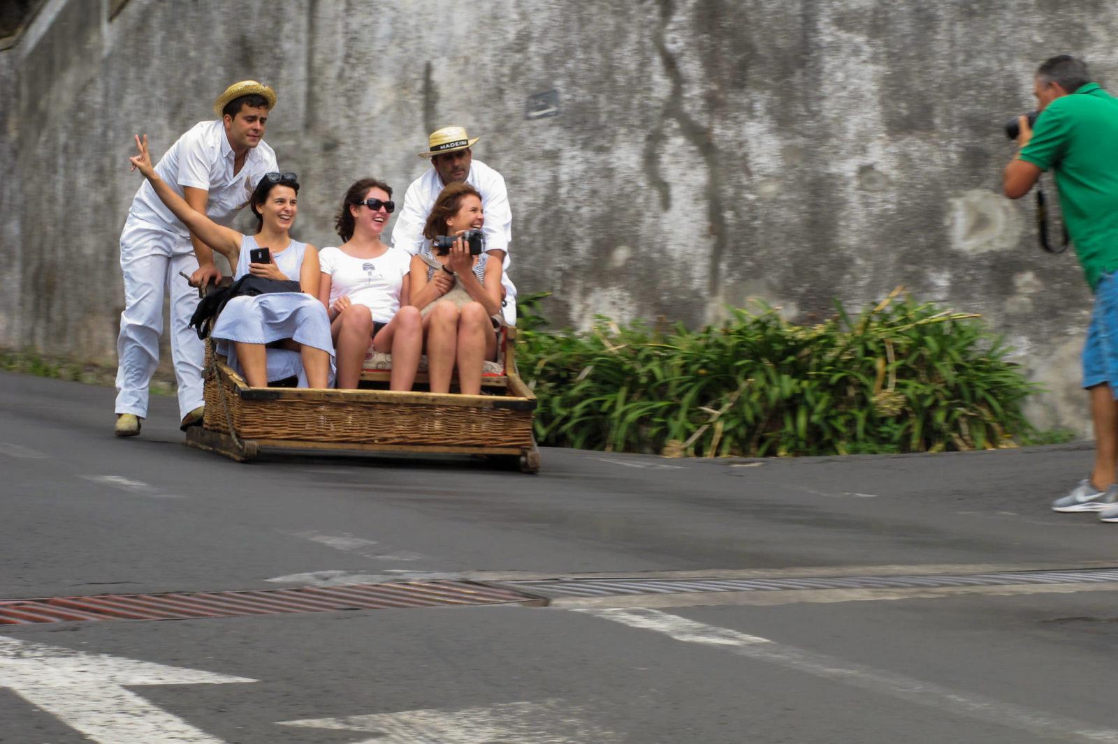 Делают снимок по дороге (фото: emmapatsie)