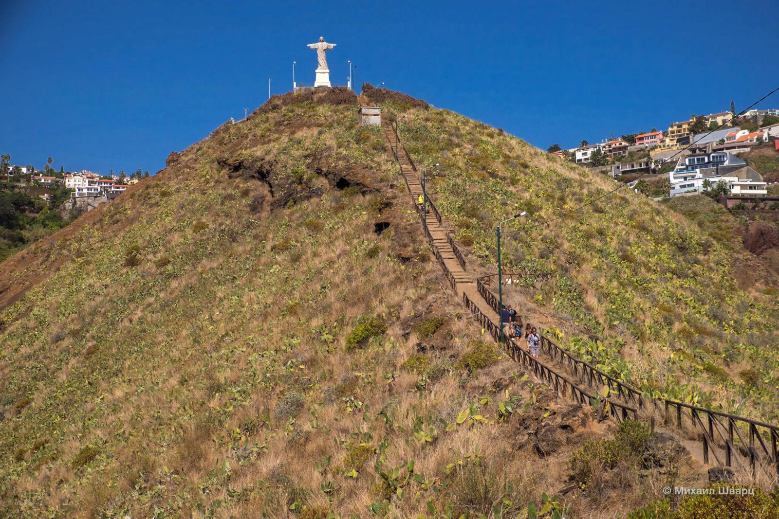Лестница к статуи Христа