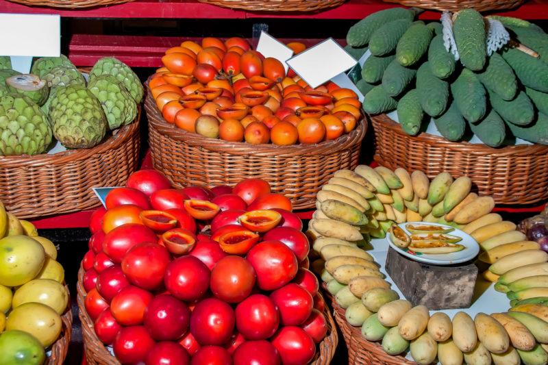 Гибриды маракуйи, бананасы и сахарные яблоки (фото: FRANCIS JIMENEZ MECA)