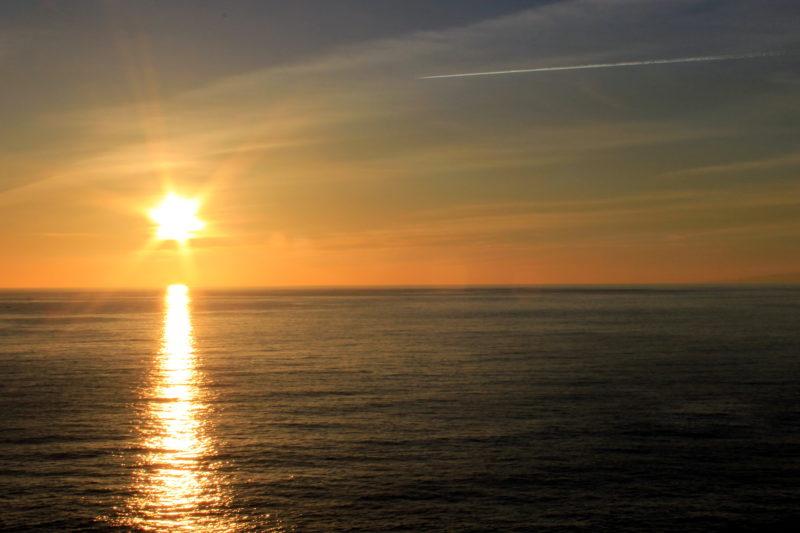 Восходящее солнце с восточной стороны острова