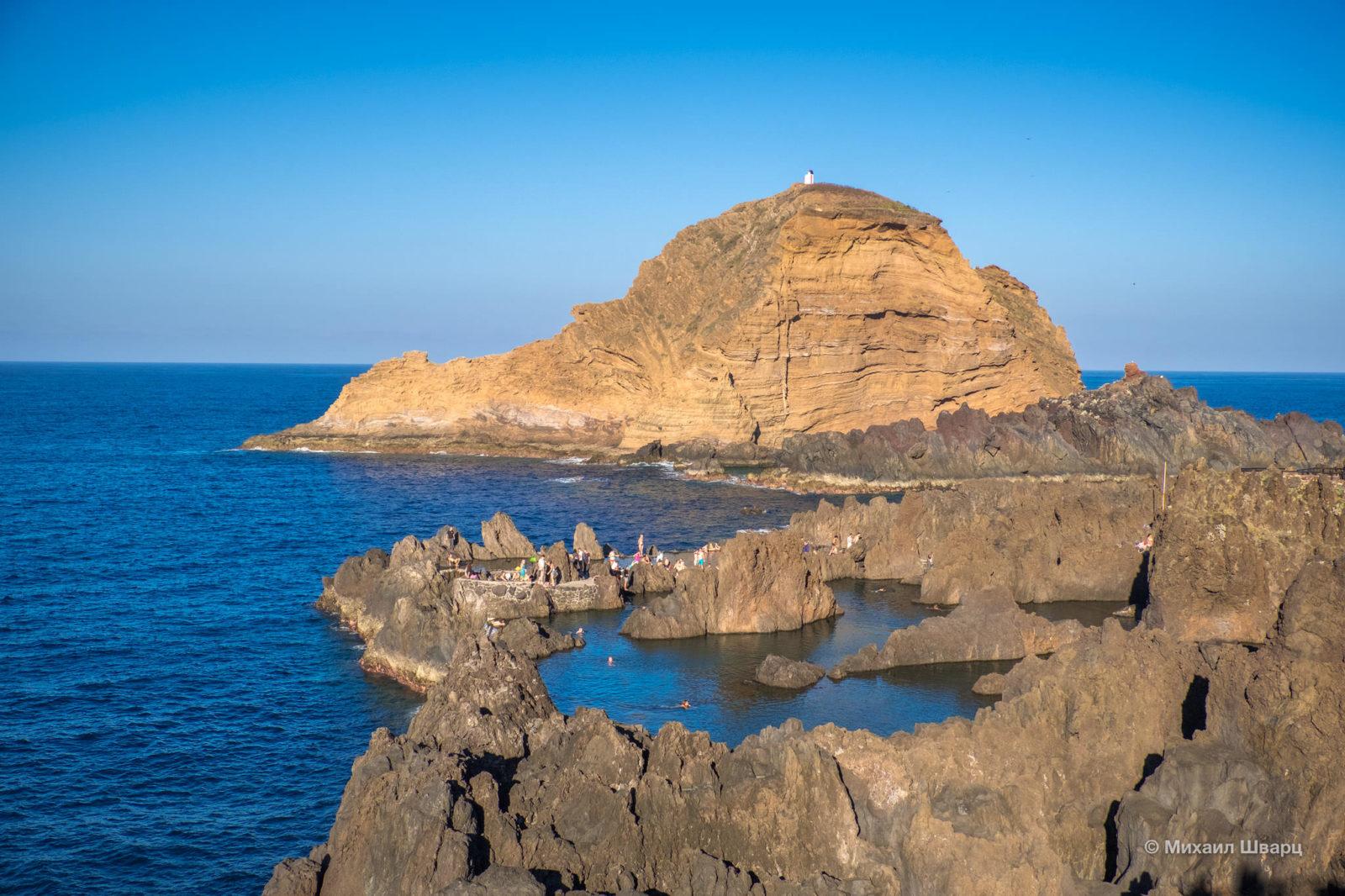 Вид на небольшой островок Ихле Мол (Ilheu Mole)