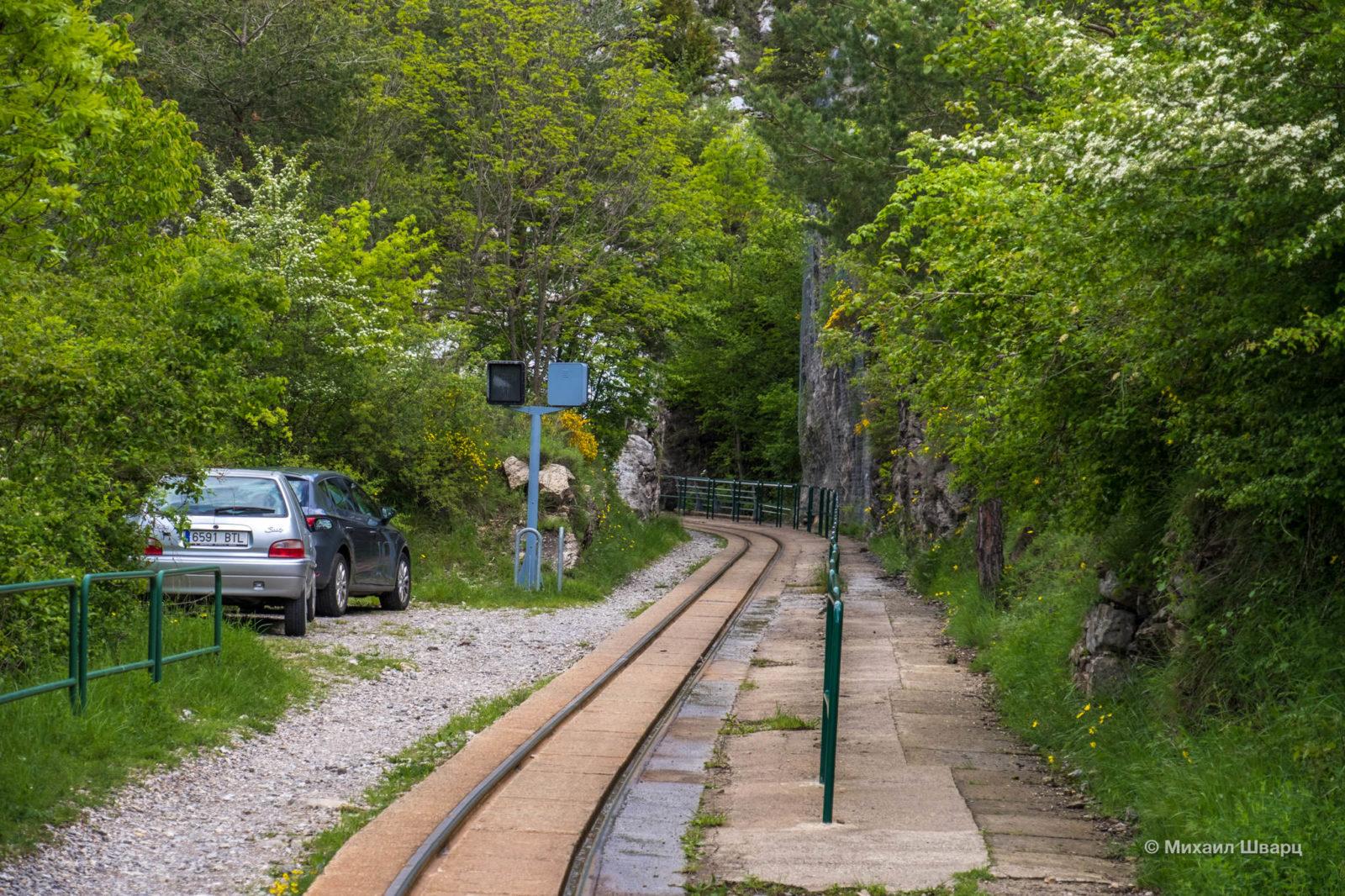 Пешеходная дорога к саду