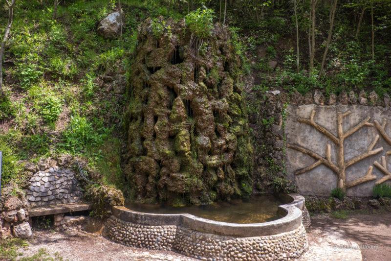 Камень-водопад