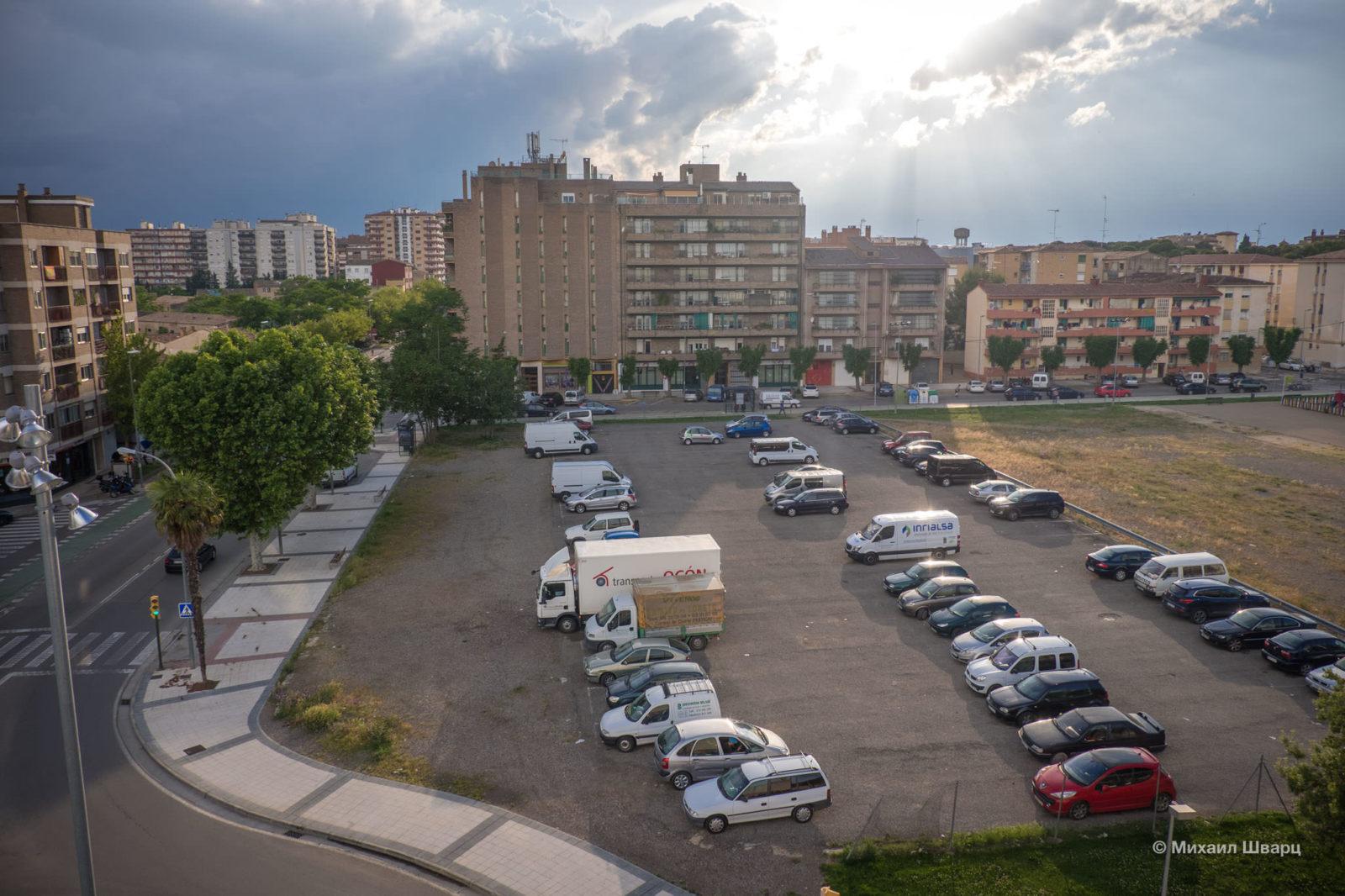 Рядом бесплатная парковка