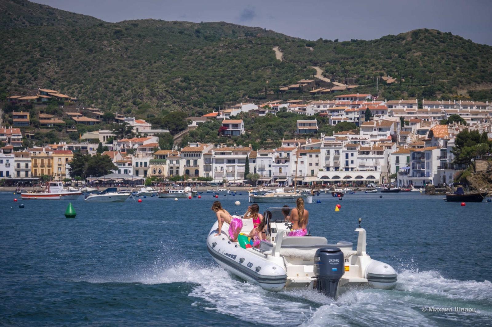 Девочки на лодке
