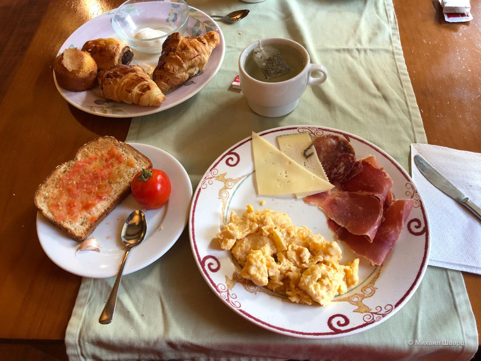 Сытный завтрак со шведским столом