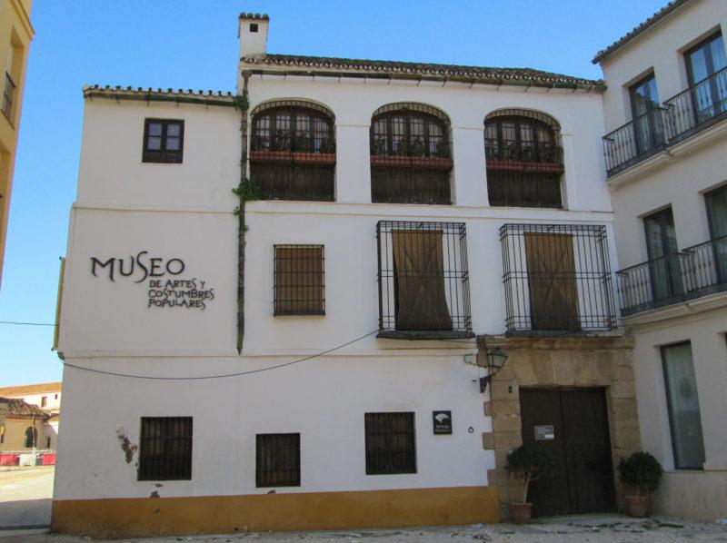 Музей искусств и народных обычаев