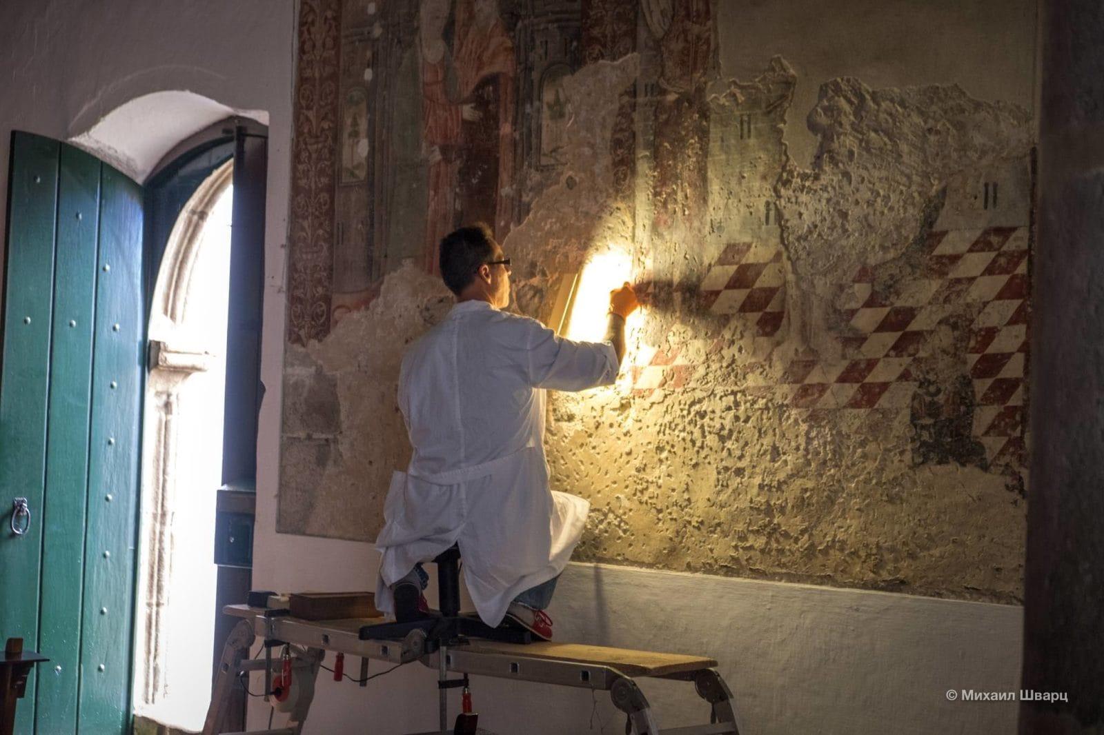 Реставрация ценных фресок