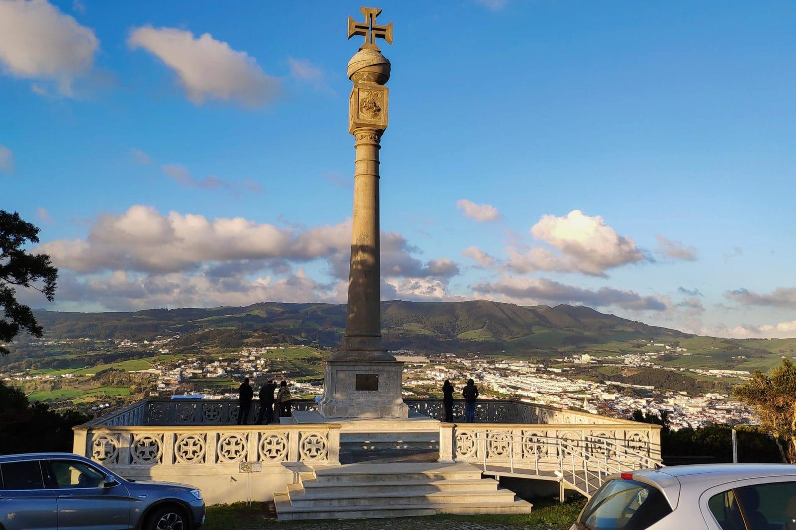 Памятный столб, посвященный пятисотлетию открытия Азорских островов (фото: Easy2You Invenções C.F.)